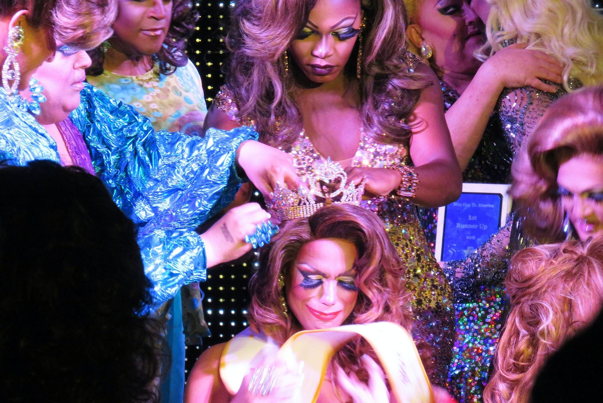 drag queen clubs in dallas tx
