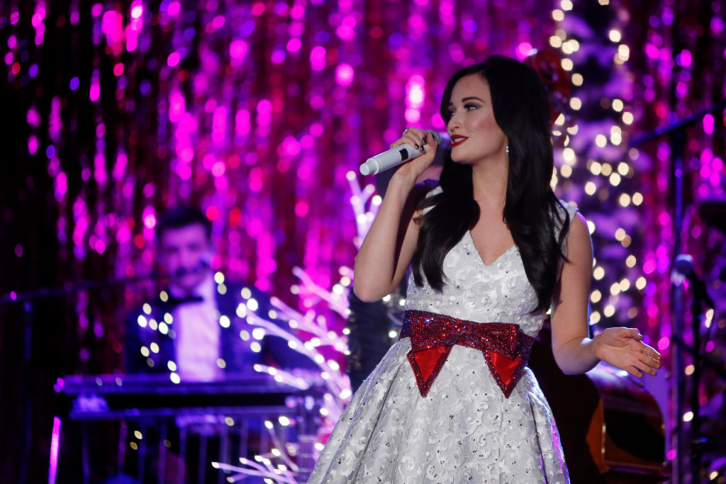 Kacey Musgraves\' Christmas concert in Fort Worth included surprise ...