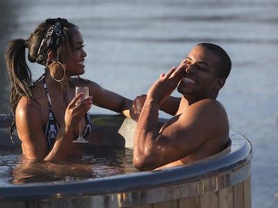 Eric Bachelorette Rachel Lindsay Enjoys A Dip In The Hot Tub Franchise Classic