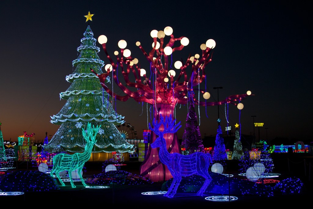 huge new holiday light displays headed for dallas arlington and grand prairie guidelive - Christmas Light Show Dallas