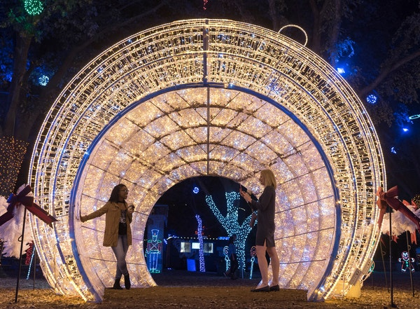 The top places to see Christmas lights in D-FW