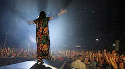 Thirty Seconds to Mars delivers a socially charged, crowd-pleasing concert in Dallas | GuideLive